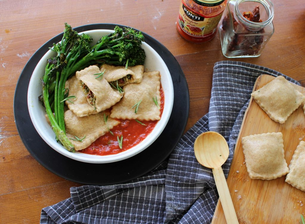 Raviolis recheados com espinafres e tomates secos