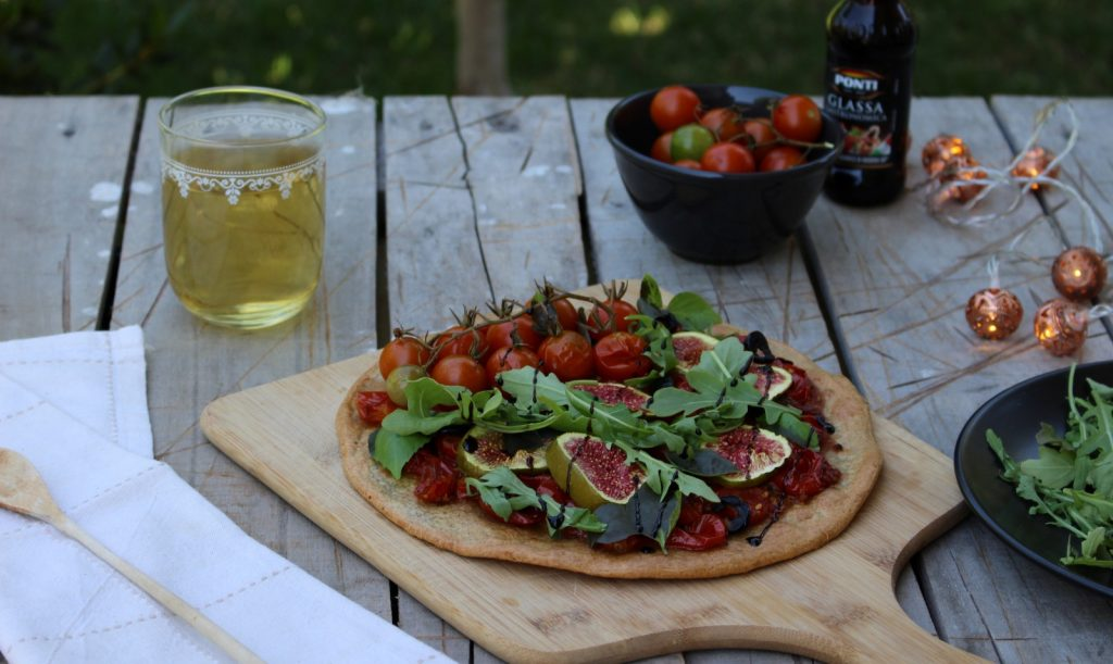 Pizza de quinoa com figos e vinagre balsâmico