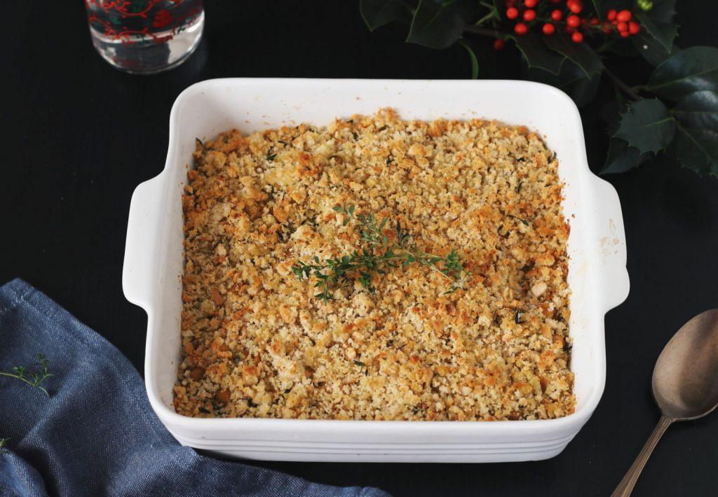 Espinafres salteados e grão-de-bico com crosta de pão (no forno)