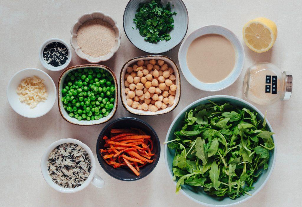 BOWL - com bolinhos de ervilha e arroz selvagem