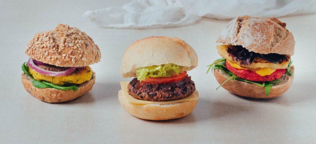 3 hambúrgueres vegan - feijão preto, grão e beterraba