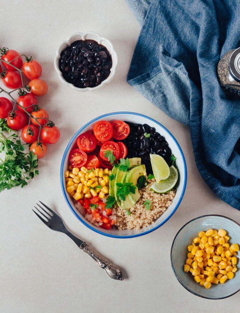 Bowl ao estilo mexicano (feijão preto e quinoa) #diaadiaveg