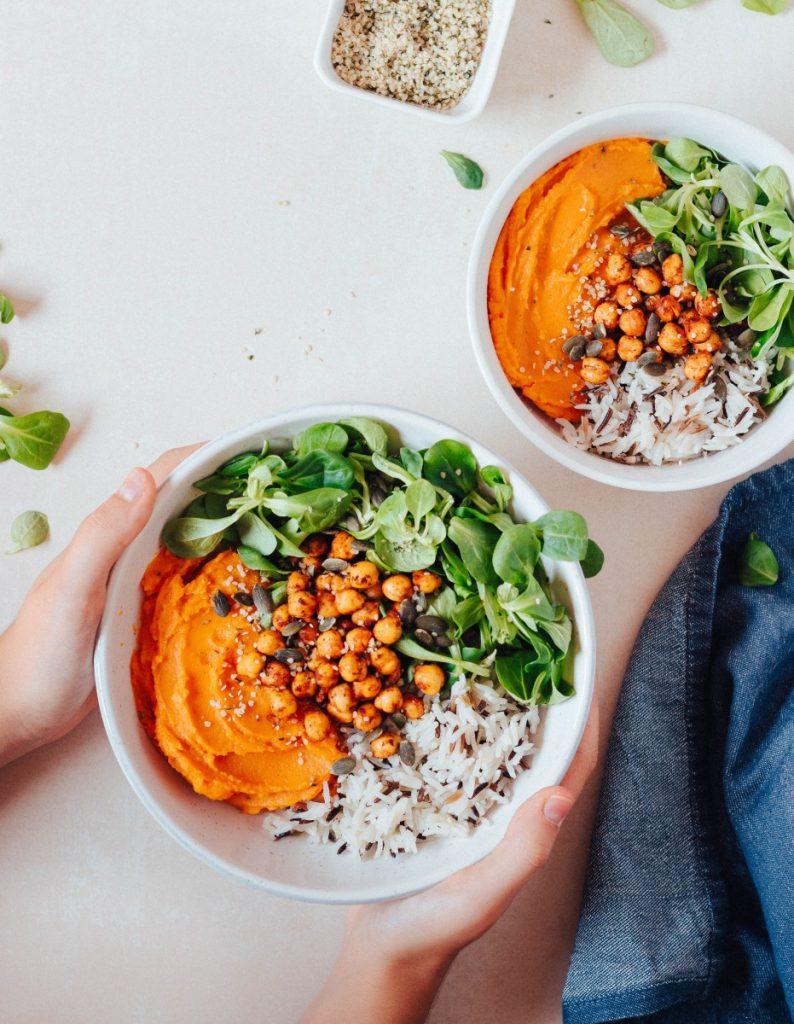 Bowl com puré de batata doce e cenoura + grão