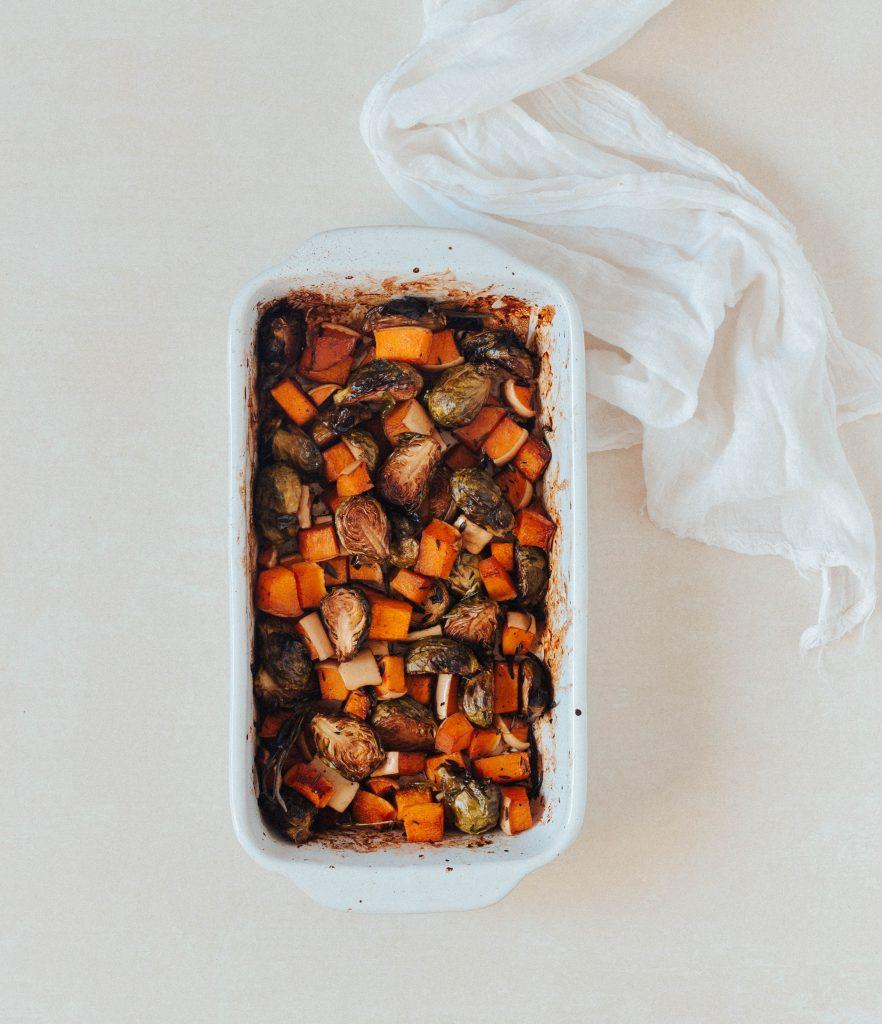 Salada de Inverno (com abóbora e couves-de-bruxelas assadas)